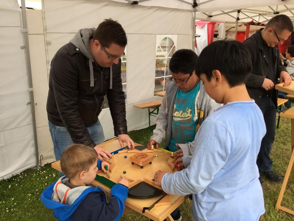 Auch die (Holz-)Spiele der Kinder und Jugendarbeit Teufen waren ein Attraktion für Gross und Klein.